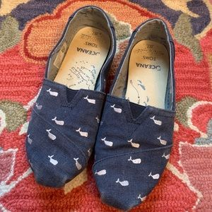 Toms Ocean shoes, Navy with Embroidered Whales